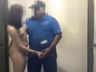 Delivery man gets a blowjob