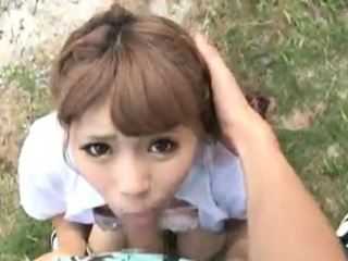 Asian unprofessional gives outdoor blowjob